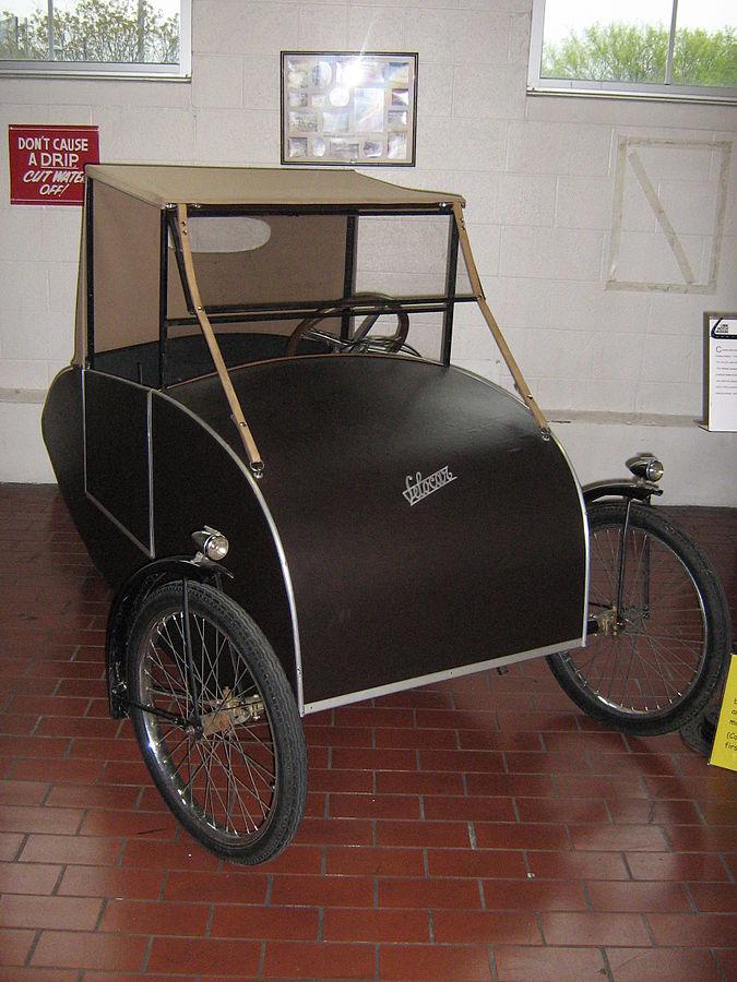 foto of Mochet Velocar - socieable tandem velomobile 1920s 1930s 1940s