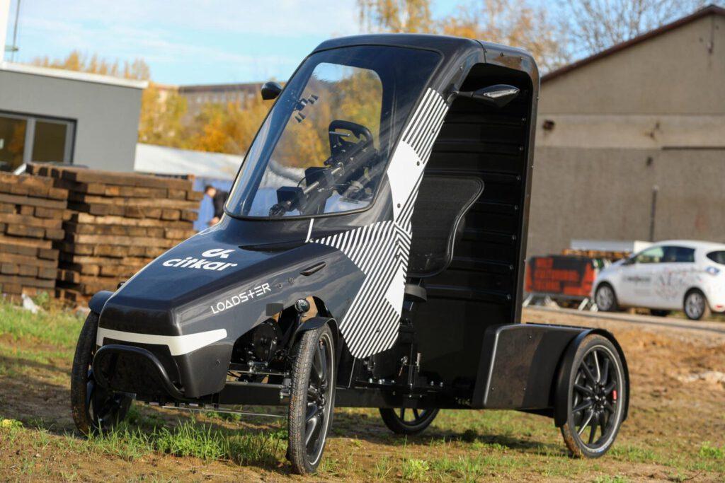 foto of Citkar Loadster cargo bike with weather protection - fully electric drivetrain with generator - epac pedelec - lastenrad lastenfahrrad