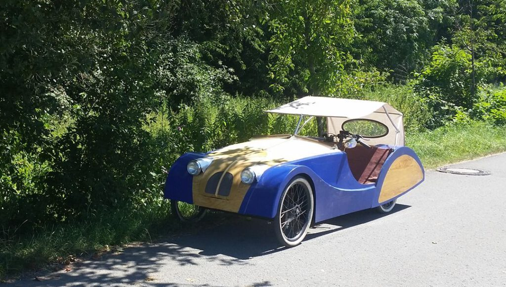 foto of Plycar sociable tandem velomobile two seater with cargo space and canope